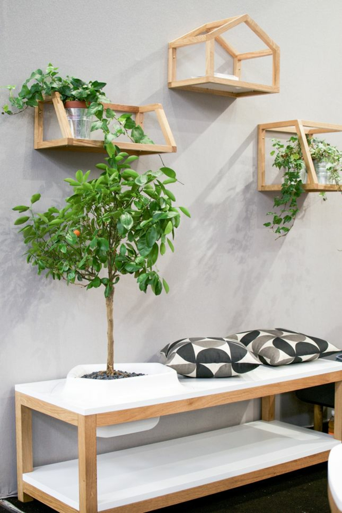 moderne gartenmöbel set holz wandregale pflanzen