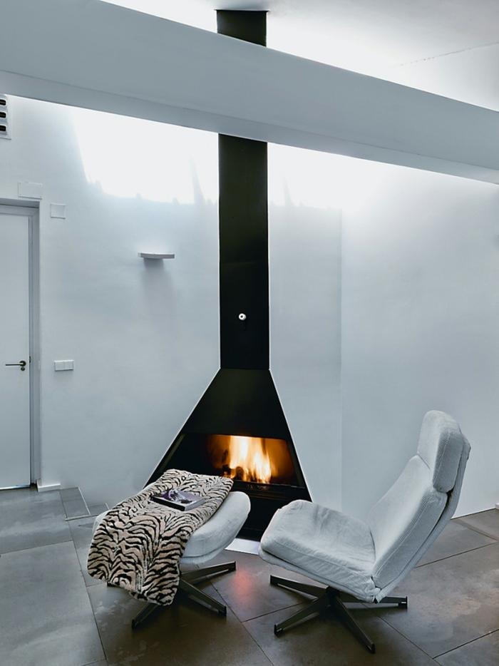 moderne kamine weißer sessel bodenfliesen minimalistisch