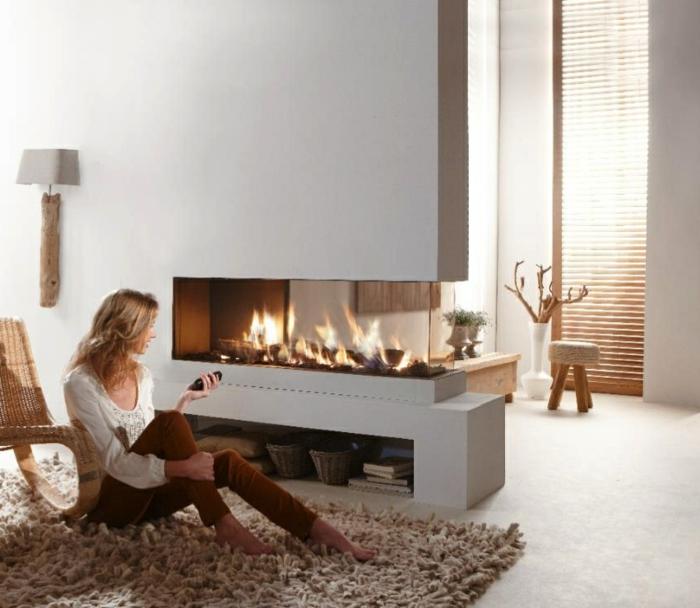 moderne kamine wohnzimmer beiger teppich weiße wandfarbe