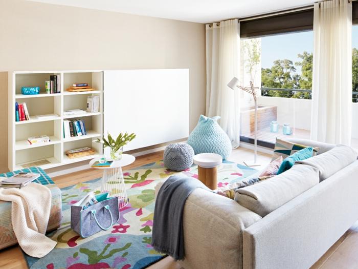 moderne möbel sitzpuffs farbiger teppich wohnzimmer