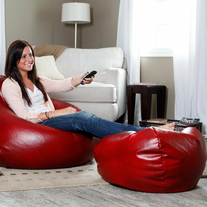 moderne möbel wohnzimmer einrichten rote sitzpuffs