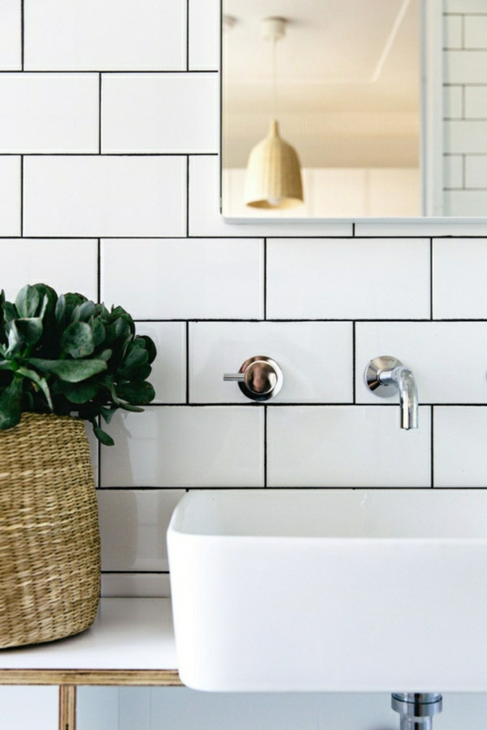 modernes bad einrichten badegestaltung weiße badfliesen