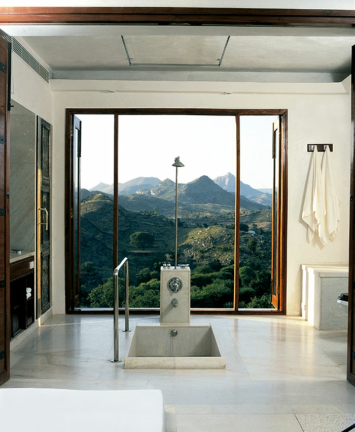 modernes badezimmer badewanne boden eingebaut panorama-berge