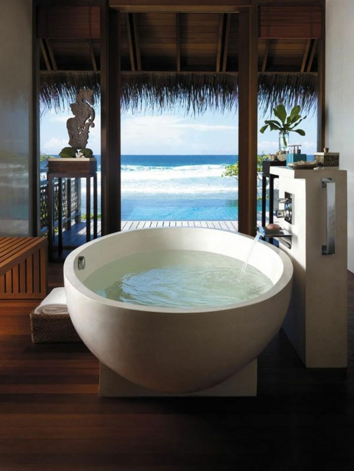 modernes badezimmer runde badewanne exotisch