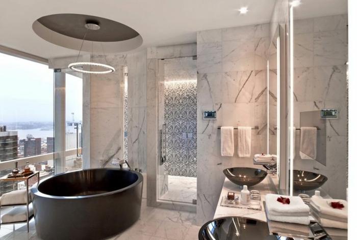 modernes badezimmer runde schwarze badewanne feistehend