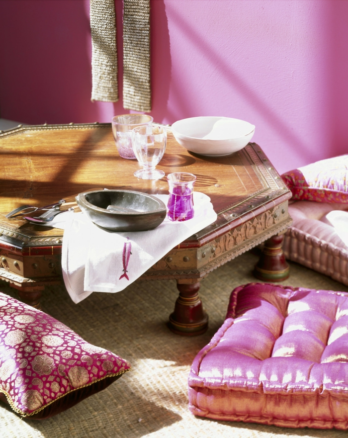 orientalische deko niedriger esstisch holz sitzkissen seide gold