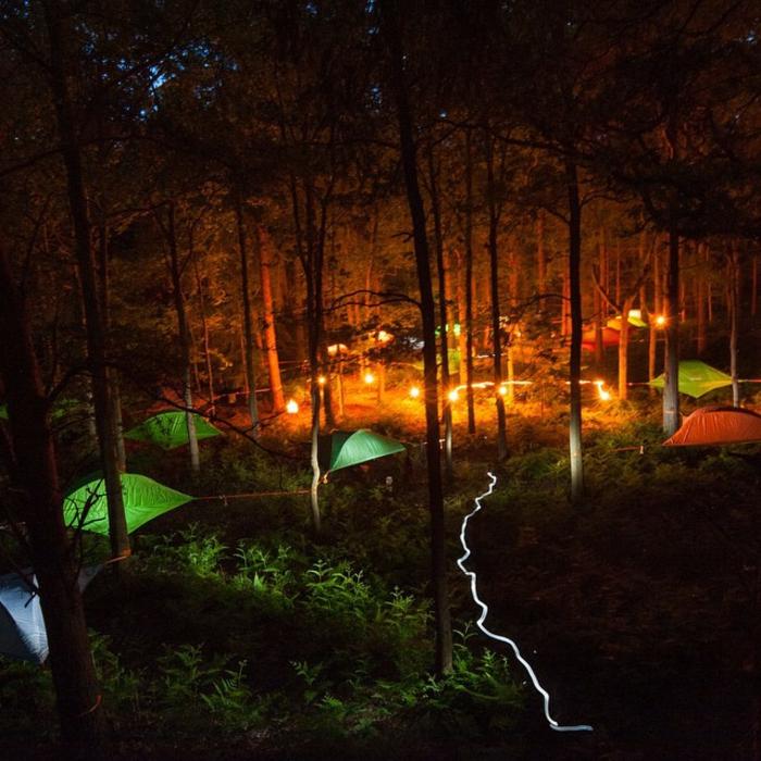 outdoor-zelt-tentsile-wald-nachts-camping-zelte-sommerurlaub