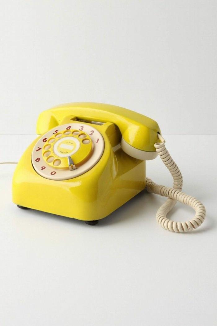 pantone farben trendfarben gelb retro telefon