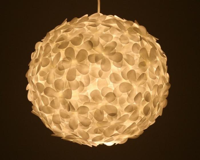 papierleuchten hängeleuchte rund weiß stilisierte blumen