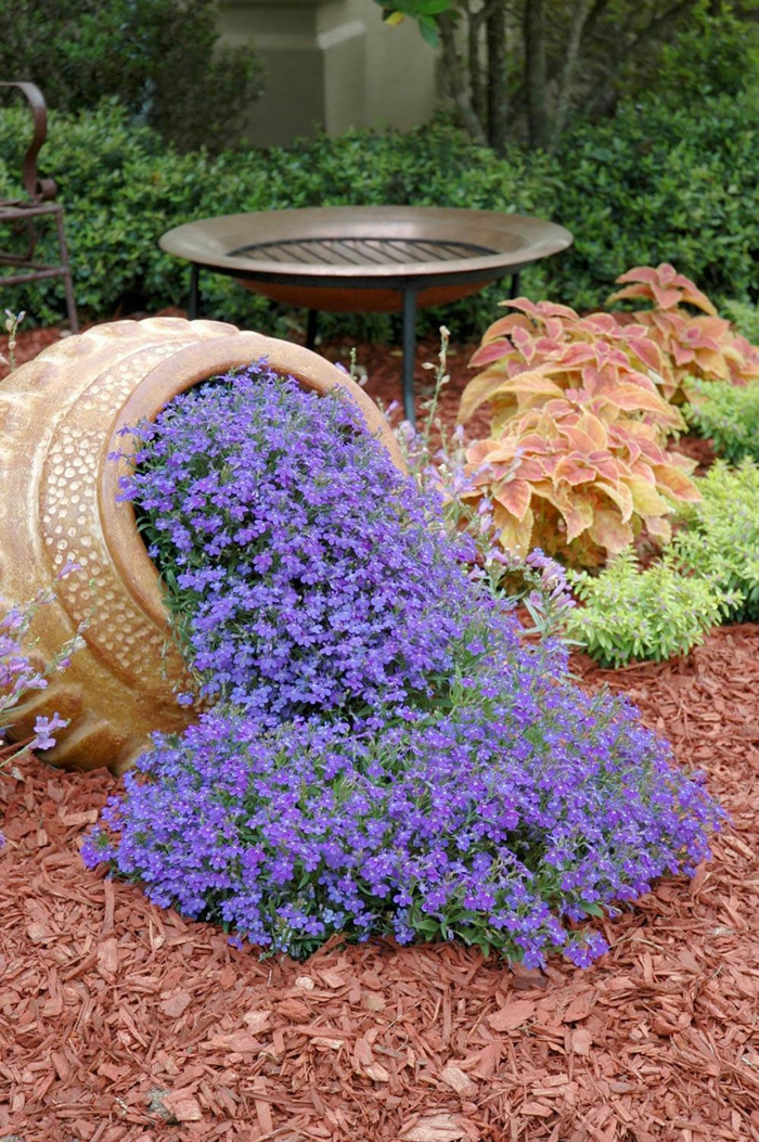 pflanzkübel keramik urne blaue veilchen