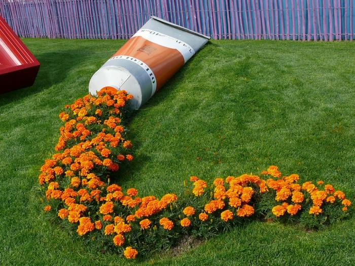 pflanzkübel originell farbtube studentenblumen
