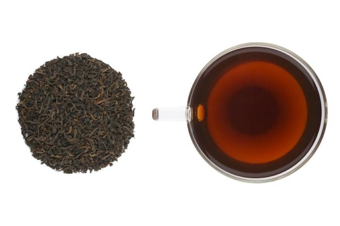 pu erh tee wirkung roter tee heiße tasse tee trinken