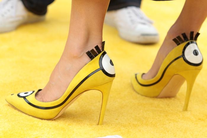 sandra bullock schuhe pantone farben gelb