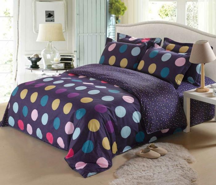 schöne bettwäsche lila farbige punkte schlafzimmer dekorieren