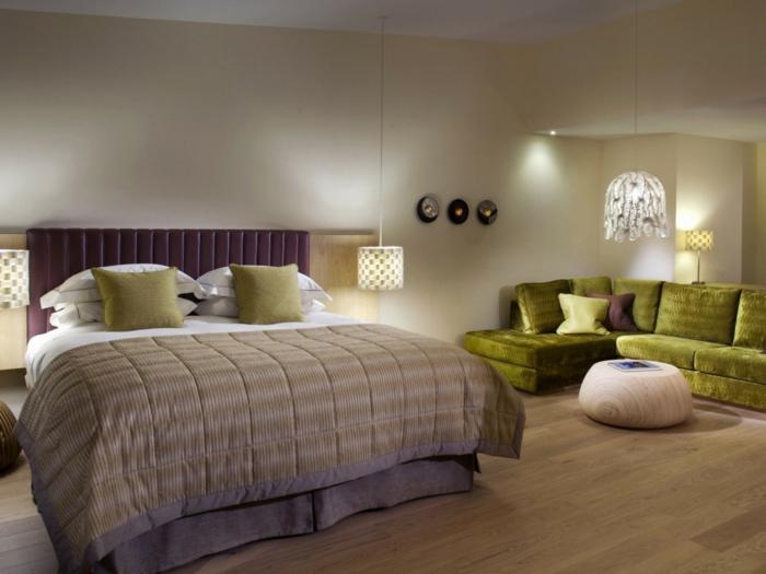 schlafzimmereinrichtung grünes ecksofa tolle pendelleuchten