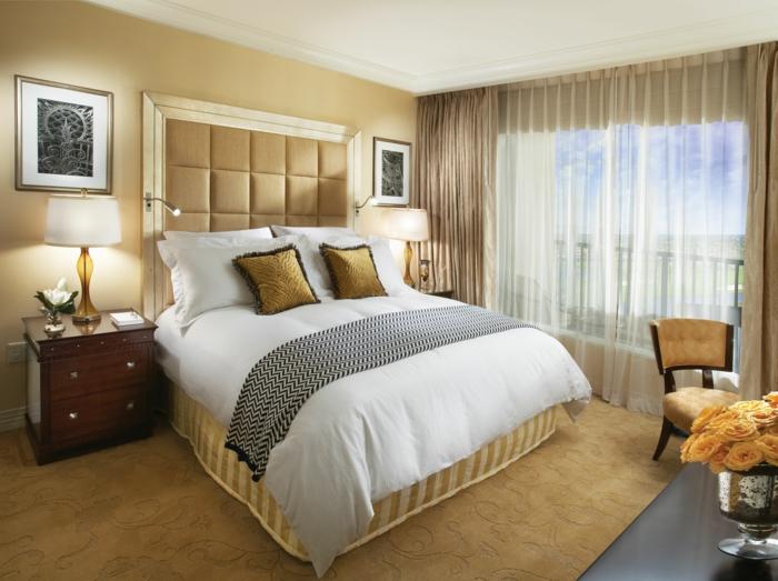 schlafzimmereinrichtung kleines schlafzimmer einrichten goldene farbe weiblich