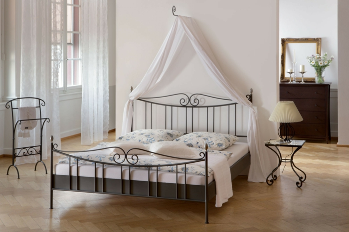 schmiedeeisen betten f r ein mediterranes flair im. Black Bedroom Furniture Sets. Home Design Ideas