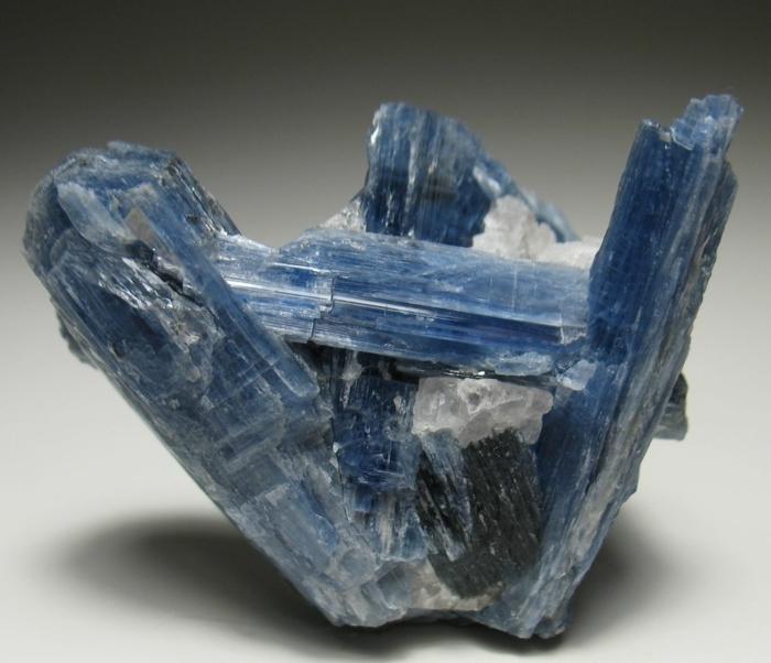 sternzeichen edelsteine bedeutung Kyanit heilsteine kaufen