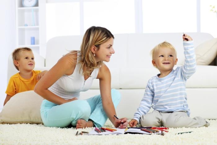 teppich reinigen weißer teppich weißes sofa kleine kinder