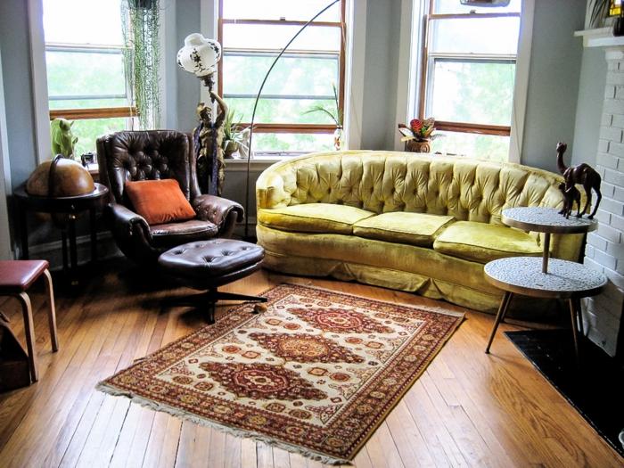teppich reinigen wohnzimmer einrichten grünes sofa ledersessel coooler beistelltisch
