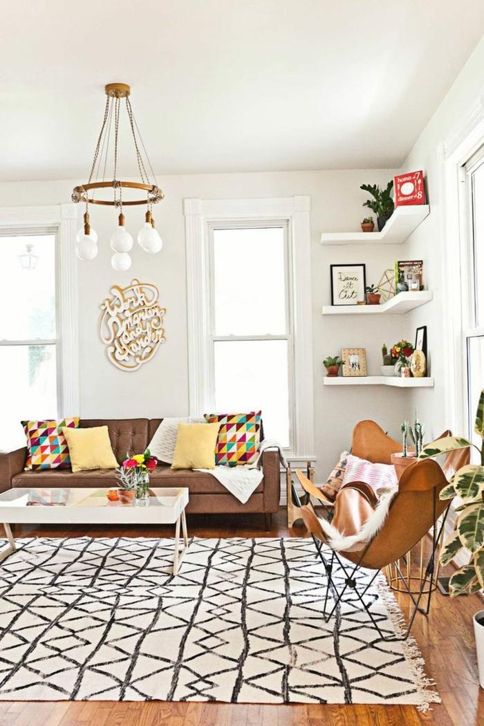 teppich reinigen wohnzimmer schönes muster retro möbel offene wandregale