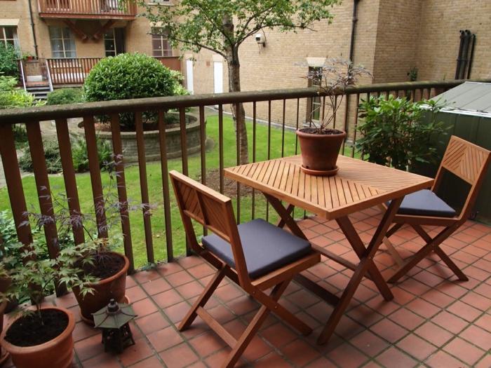 terrasse gestalten balkonmöbel klappbar pflanzen