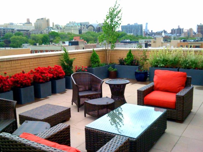 terrasse gestalten ideen rattanmöbel frische gartenauflagen