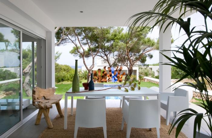 terrasse gestalten ideen weiße außenmöbnel ausgefallene gartenbank