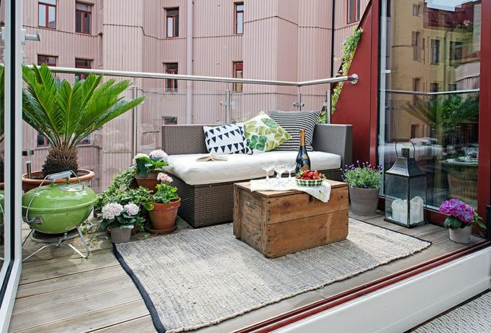 terrasse gestalten urban look rustikaler tisch teppich