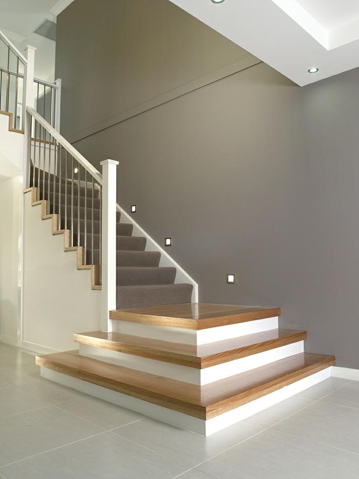 treppenbeleuchtung eleganter teppich treppenhaus