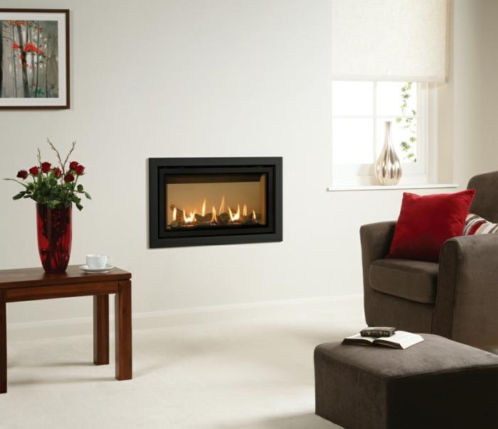 moderne kamine wand kamin design wohnzimmer elegante möbel blumen