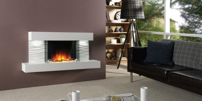 moderne kamine wand design wohnzimmer gestalten teppich sofa dekokissen