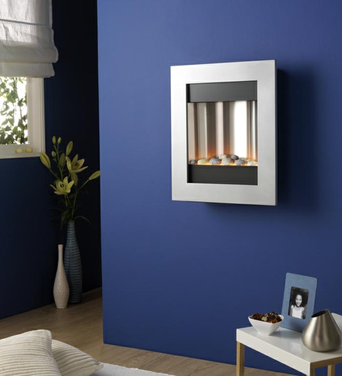 moderne kamine wand kamin design stilvoll kompakt blaue wand