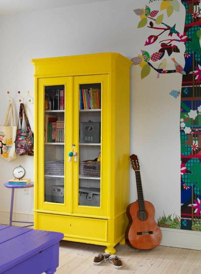 wohnzimmer einrichten wohnzimmermöbel gelber schrank