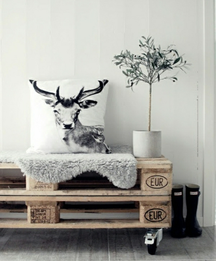 wohnzimmermöbel aus paletten couchtisch aus holzpaletten auf rollen