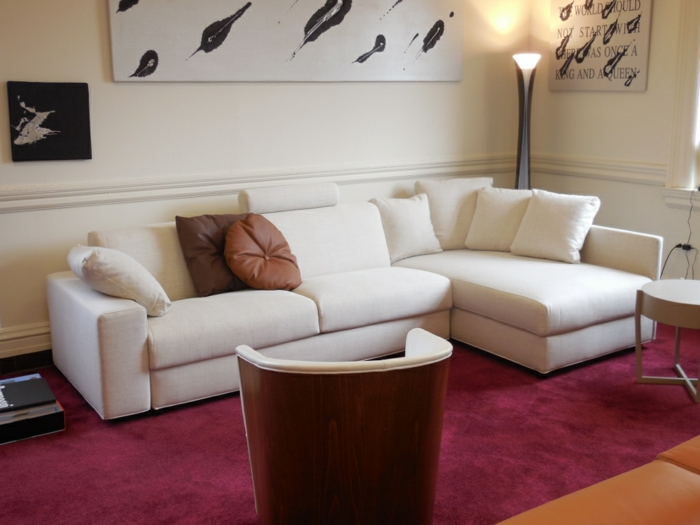 wohnzimmerteppich wolle teppich reinigen roter teppich weißes sofa