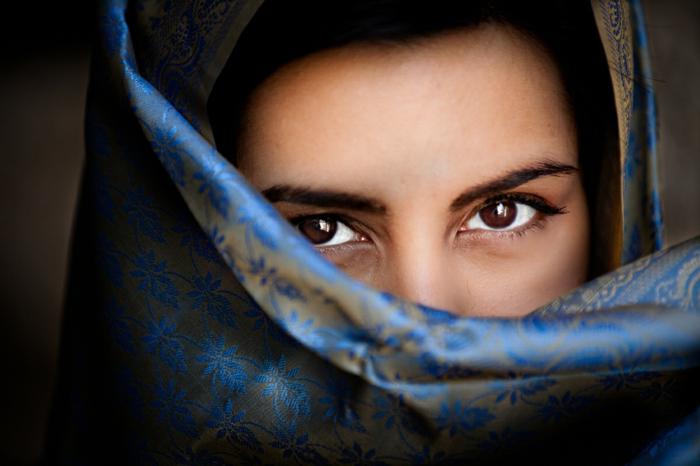 Augenfarbe Bedeutung portrait braun dunkel