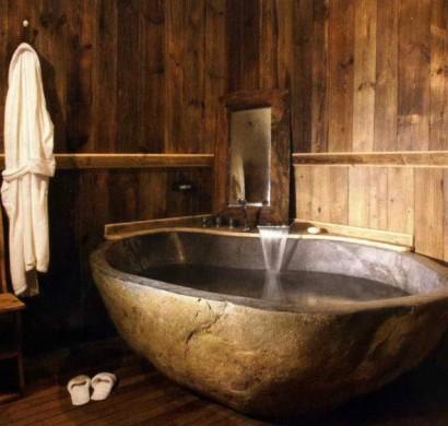 Badezimmer- Ideen-Wanne-Stein