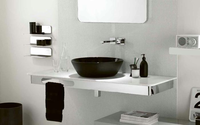 Badgestaltung Bad Ideen Badezimmer schwarz weiß grauer mosaik