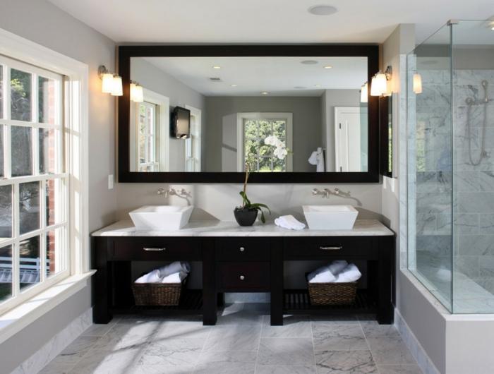 Badgestaltung Bad Ideen Badezimmer schwarz-weiß grauer spiegel