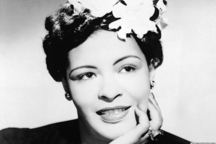 Billie Holiday steckfrisur mit blumen 50er jahre frisuren