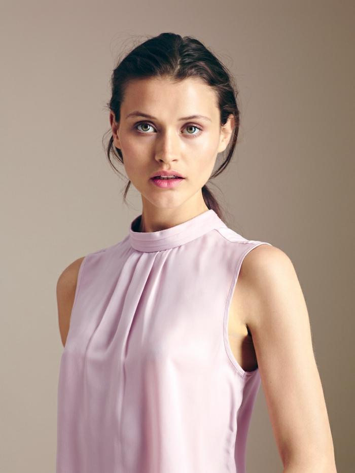 Business Mode Damen von More&More business outfit frau satinbluse mit kurzem stehkragen