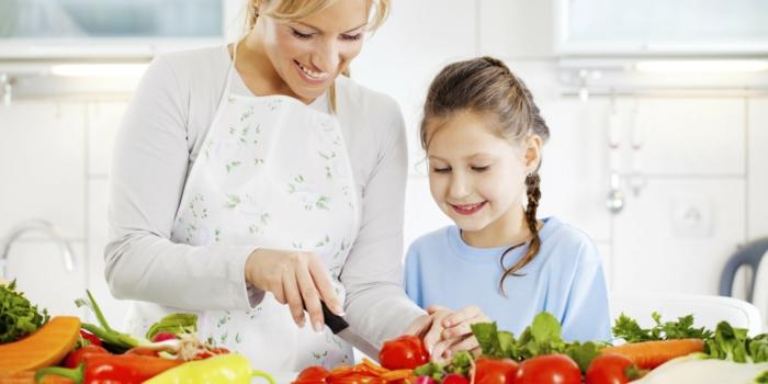 Gesunde Ernährung für Kinder mitmachen beim kochen