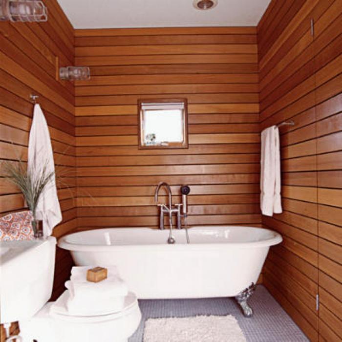 Kleines Bad hell nach holz