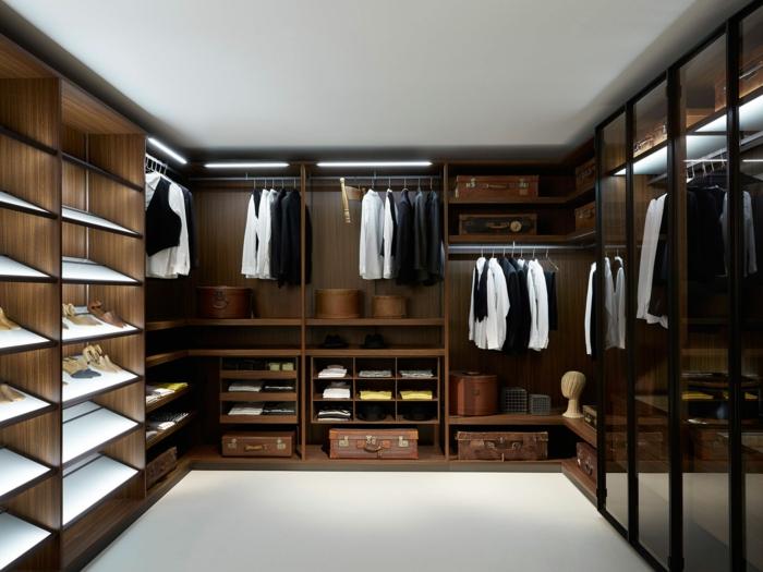 Schlafzimmer mit begehbarem Kleiderschrank- eine perfekte Ordnung