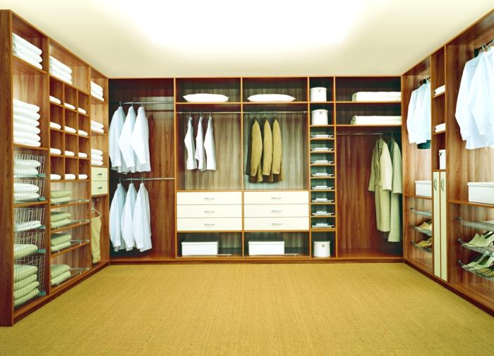 Schlafzimmer mit begehbarem Kleiderschrank edelholz