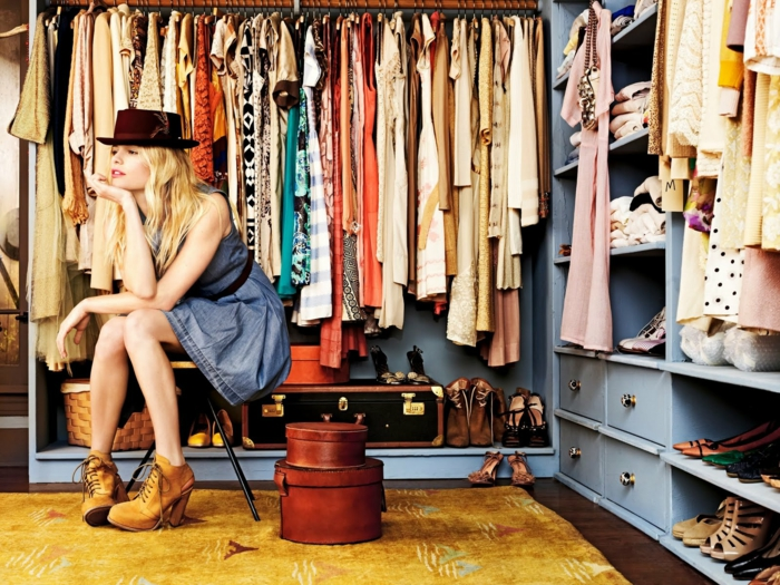 Schlafzimmer mit begehbarem Kleiderschrank kleider