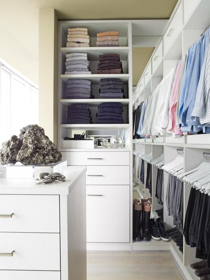 Schlafzimmer mit begehbarem Kleiderschrank schublade