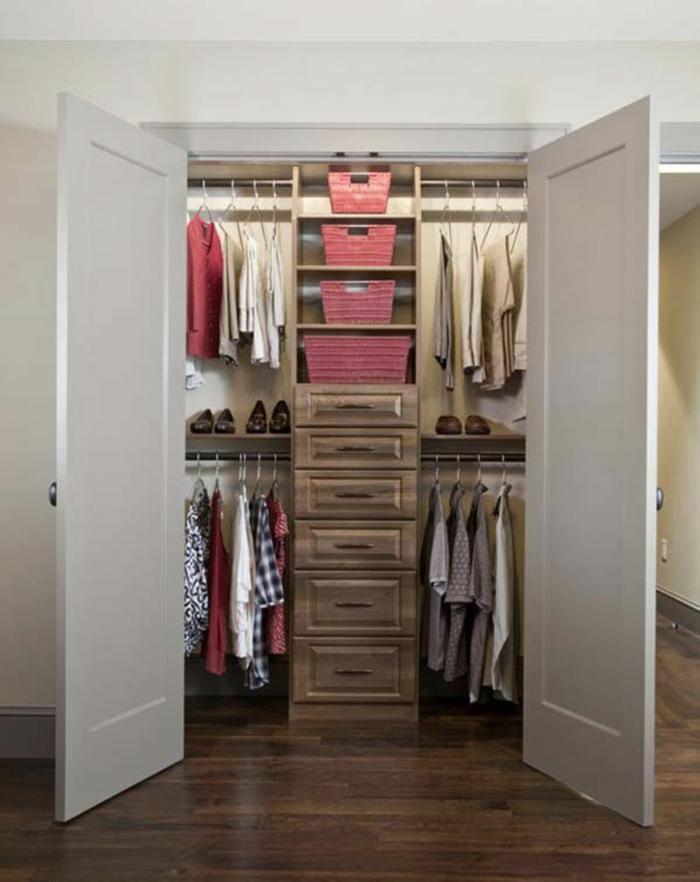 Schlafzimmer mit begehbarem Kleiderschrank türe