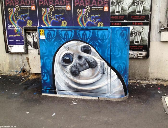Streetart Künstler awkward seal